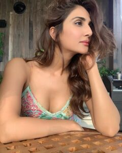 Vaani Kapoor Sexy bikiny photo   Vaani Kapoor leaked video   Vaani Kapoor hot video